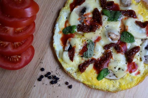 pizza, breakfast, onbijt, gezond, foodness, tomaat, ei, kaas, healthy