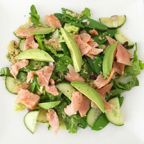 Salade van zalm met quinoa en peultjes foodnessfoodness for Ver mangeur de salade