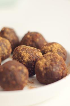 Amandel-cacao energieballetjes