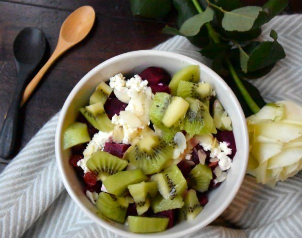 fruit bowl kiwi geitenkaas