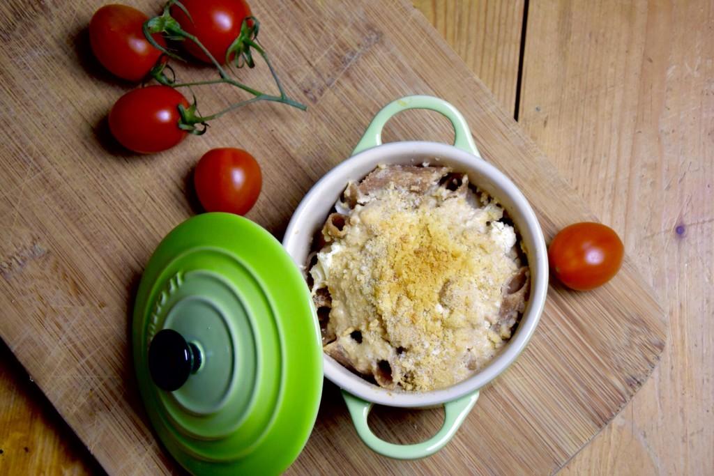 Vegan mac & cheese gemaakt met cashewnoten en edelgist
