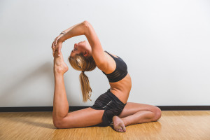 claartje yoga houding