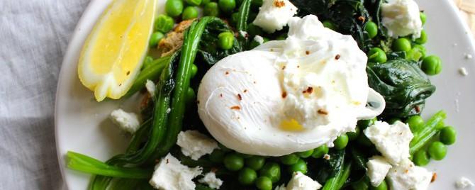 gepocheerd ei met groen