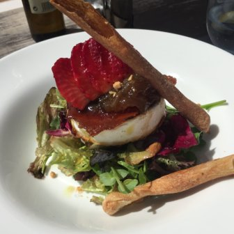 Lekkerste salade met taartje van geitenkaas OOIT - à la Ibiza
