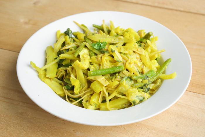Curry paksoi taugé met pasta