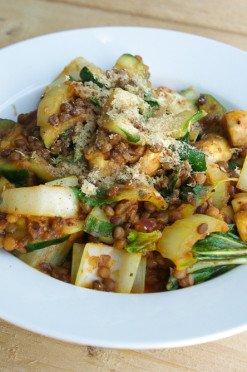 groente linzenschotel met paksoi