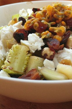 Salade met gegrilde venkel, geitenkaas en passievrucht