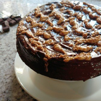 Ultieme (glutenvrije) pindakaastaart met chocolade- & pindakaasganache