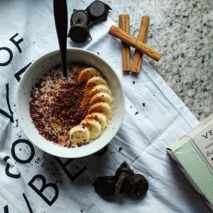 Choco-banaan porridge met kaneel (plus verschil porridge en havermout)