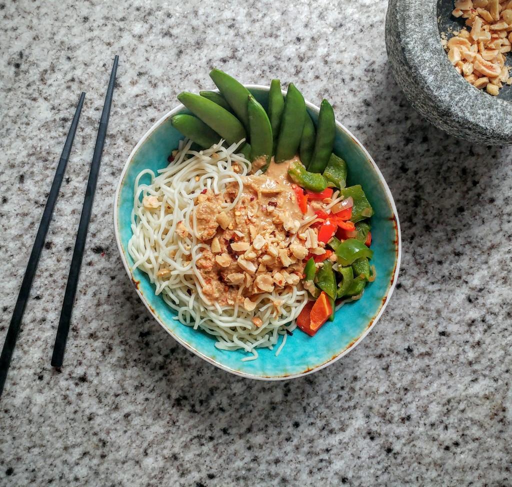 Pad Thai variant met zelfgemaakte pindasaus uit blender