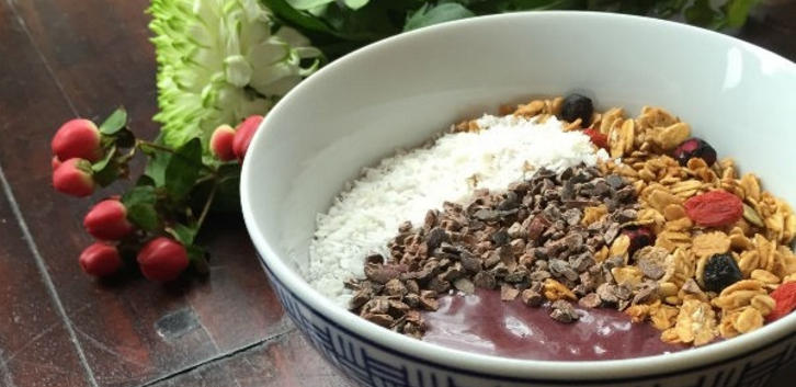http://foodness.nl/recipe/acai-smoothie-bowl-met-banaan-en-cacao-nibs/