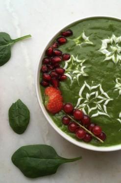 Kerst smoothie bowl met spinazie en peer