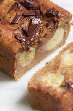 Bananen cake met stukjes chocolade