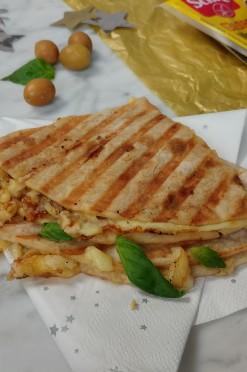 Wrap met hummus & kipfilet (at the office)