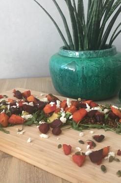 Linzensalade met pompoen, biet en avocado