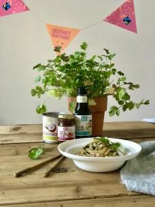 Vega noedels met kokos-saté saus en courgette (Fair Trade Celebration Challenge)