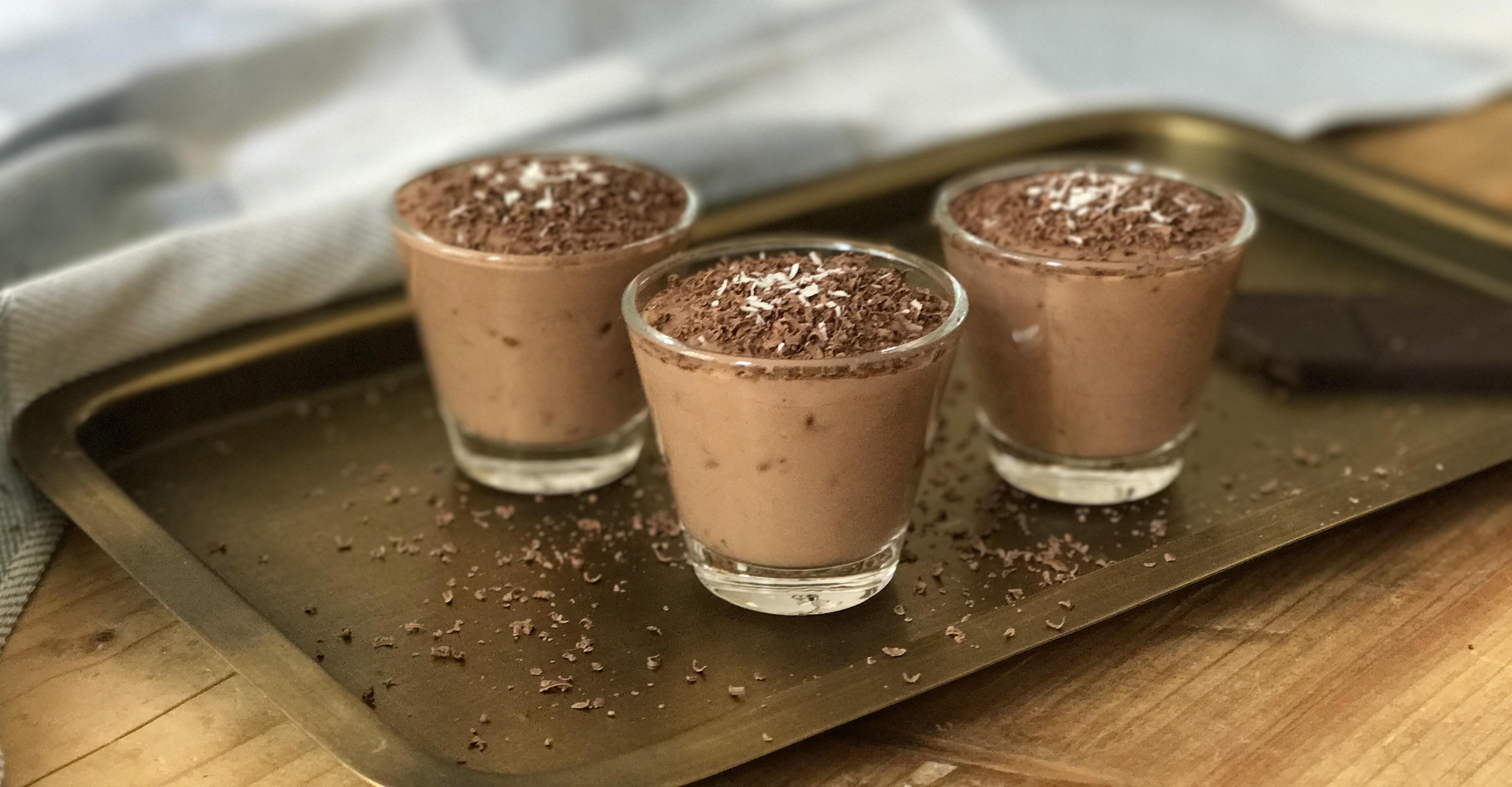 Super simpele Baileys 'chocomousse' voor Moederdag - met maar 3 ingrediënten