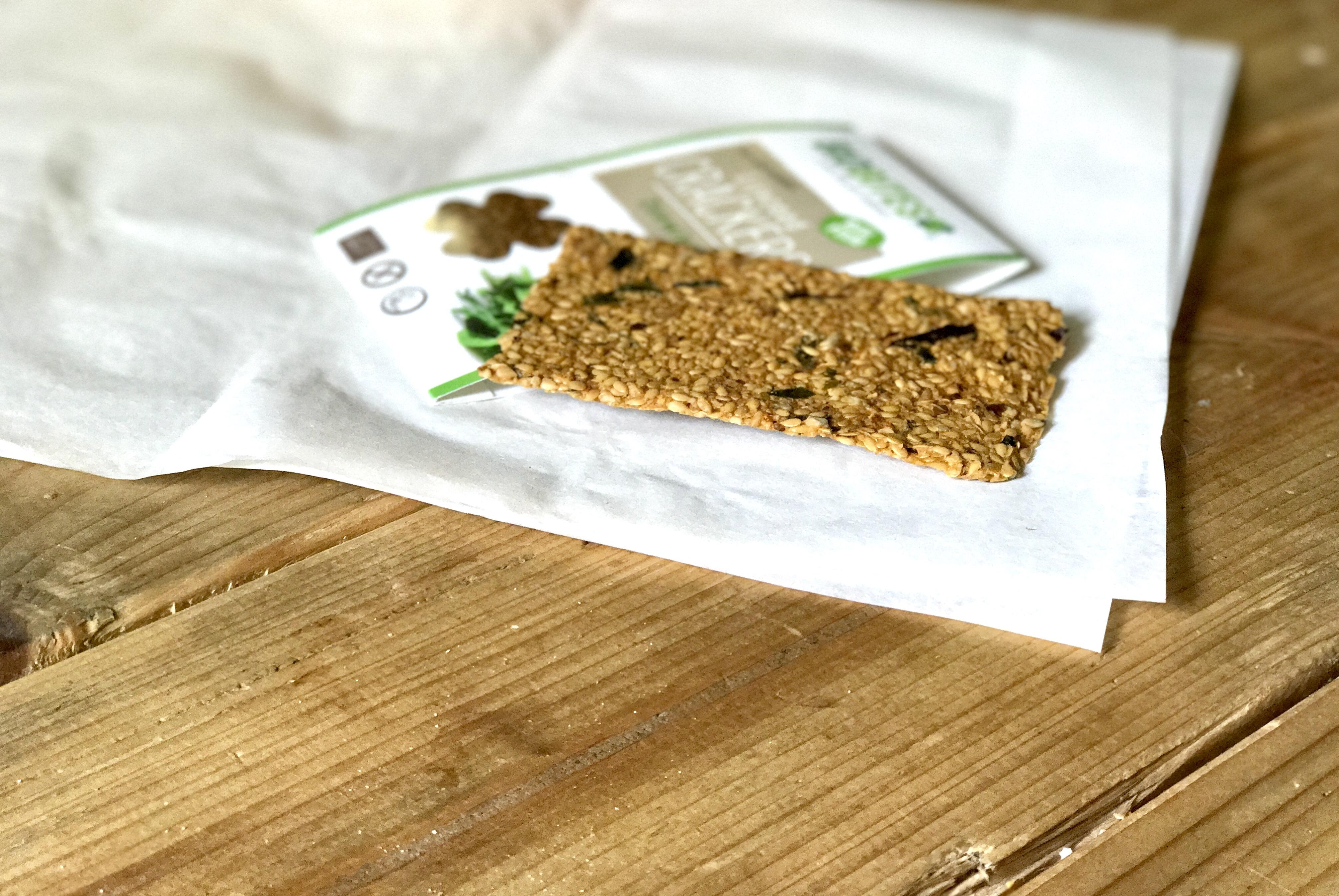 Snelle gezonde snack met pesto en kiemgroenten
