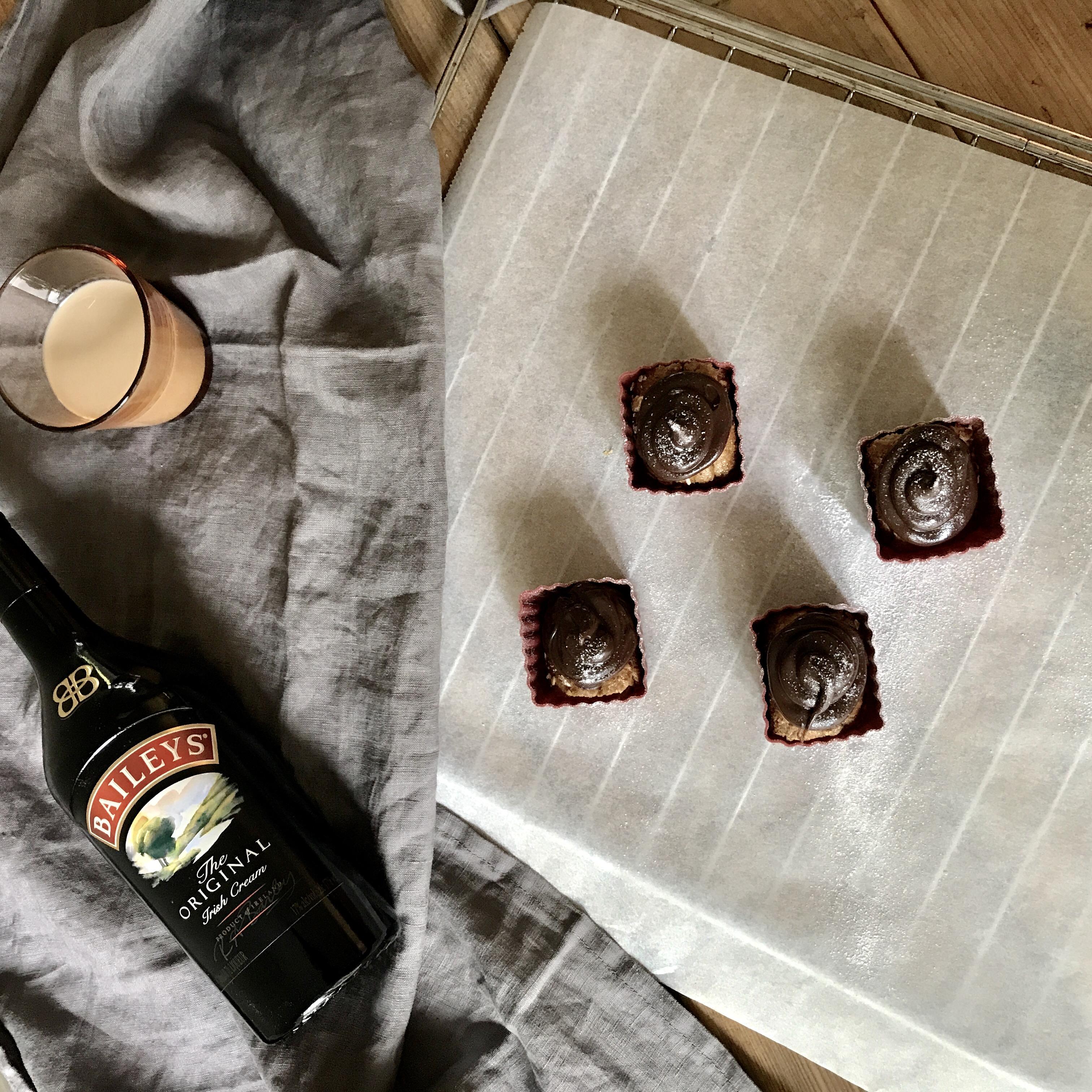 Spelt-amandel cupcakes met Baileys-choco frosting