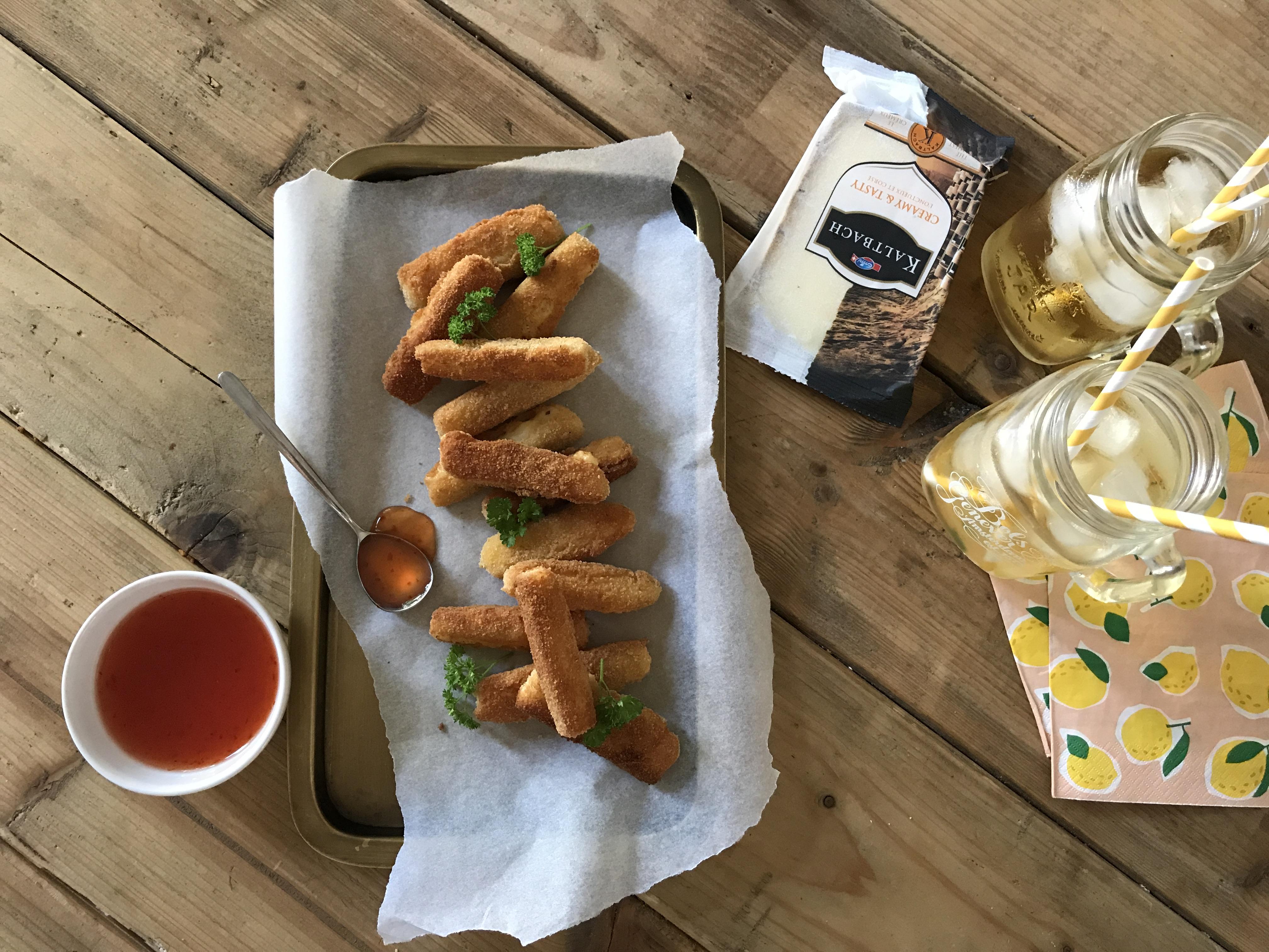 DIY Kaasstengels: Simpel & perfect (kaas)hapje bij een cocktail!
