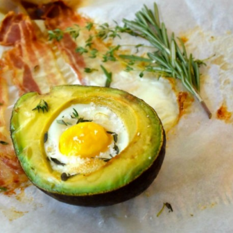 katerontbijt avocado bacon ei
