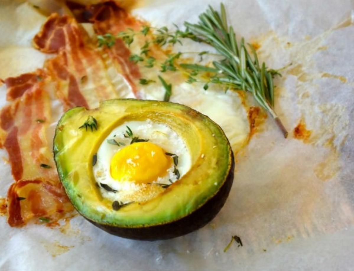 katerontbijt avocado bacon ei