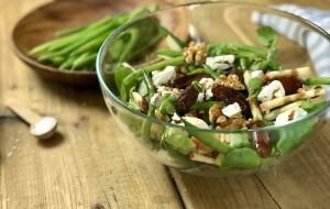 Salade van fijne bonen met dadel, geitenkaas en walnoten