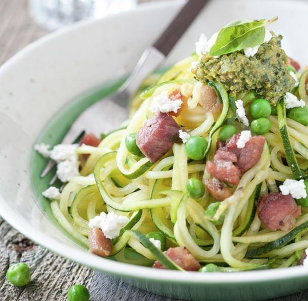 Courgette pasta (courgettini) met pesto en ricotta