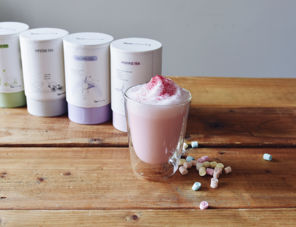 Knalroze Mermaid Tea latte met glitter (met TEAmwork Tea)