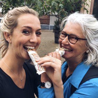 Vlog #4: Verzuipen tijdens een hardloopwedstrijd - Damloop 2018 met mam!