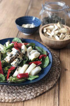 Salade met peer, blauwe kaas & friet van knolselderij