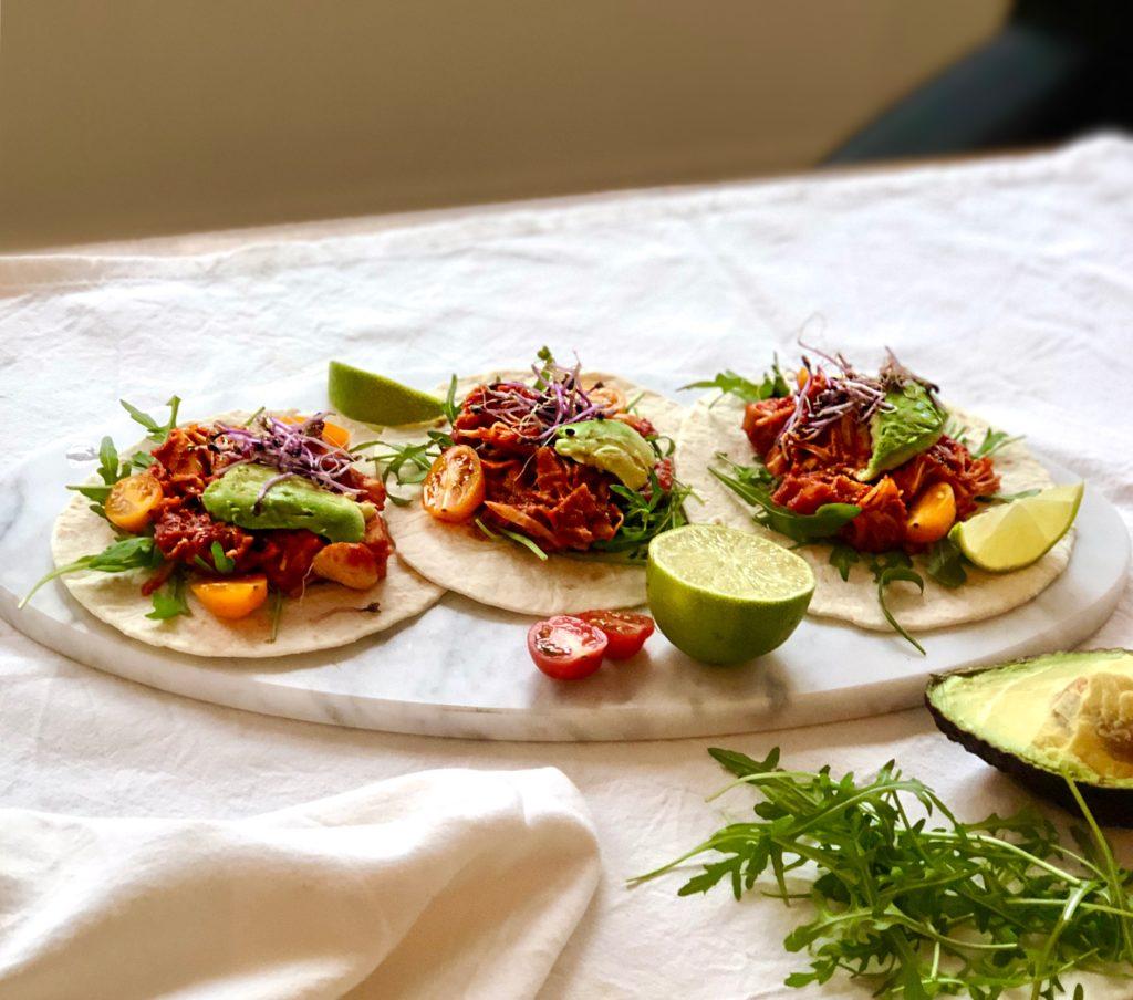 Vegan taco's: BBQ-flavored pulled jackfruit