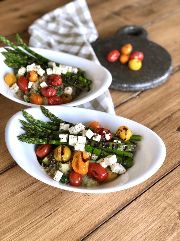 Quinoa salade met gegrilde asperges, tomaatjes en feta | Vega hoofdgerecht