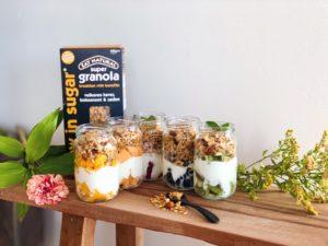 Rainbow breakfast jars met granola: gezond ontbijt voor hele weekRainbow breakfast jars met granola: gezond ontbijt voor hele week