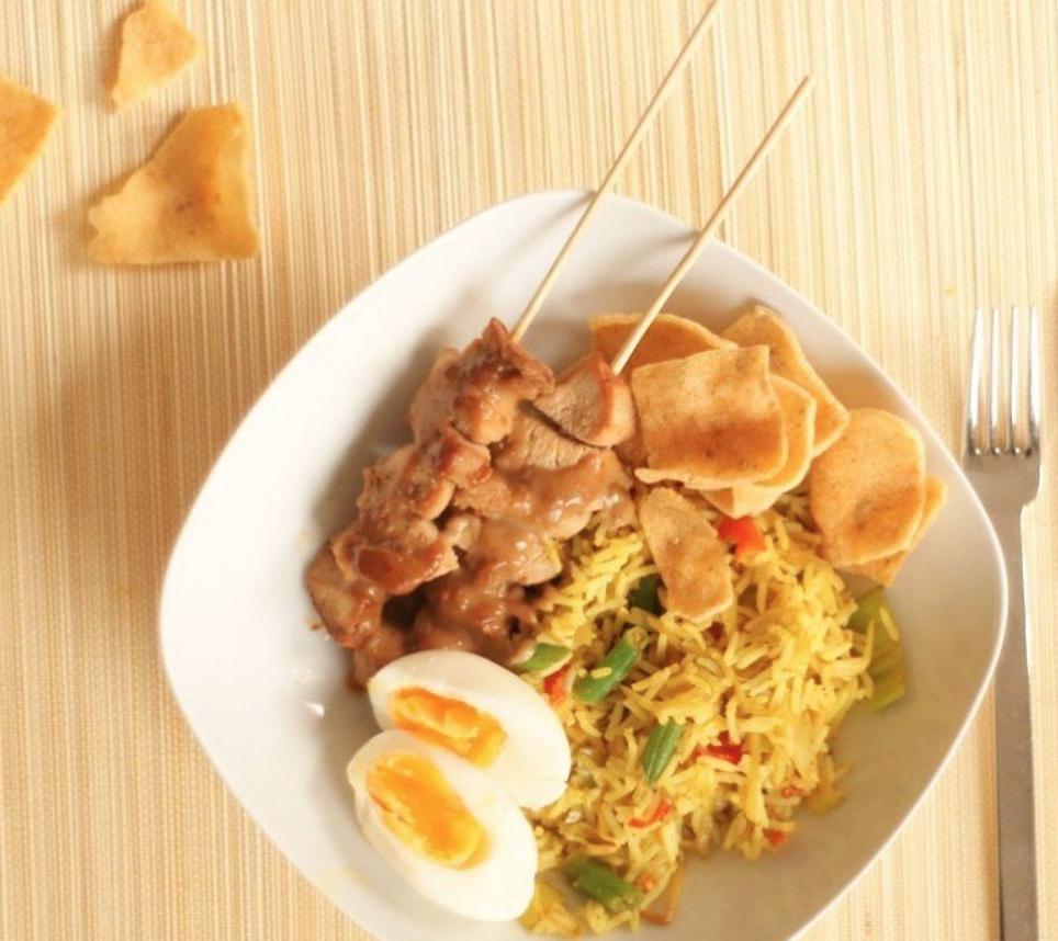 Nasi met kipsaté | Hoofdgerecht gebakken rijst