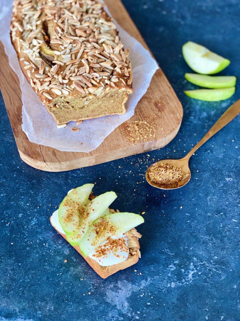 Vezelrijk bananenbrood met dadels en lijnzaad