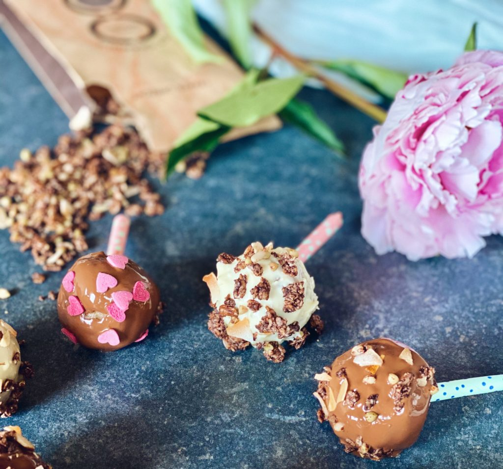 No bake cake pops met granola crumble | Bakken zonder keuken