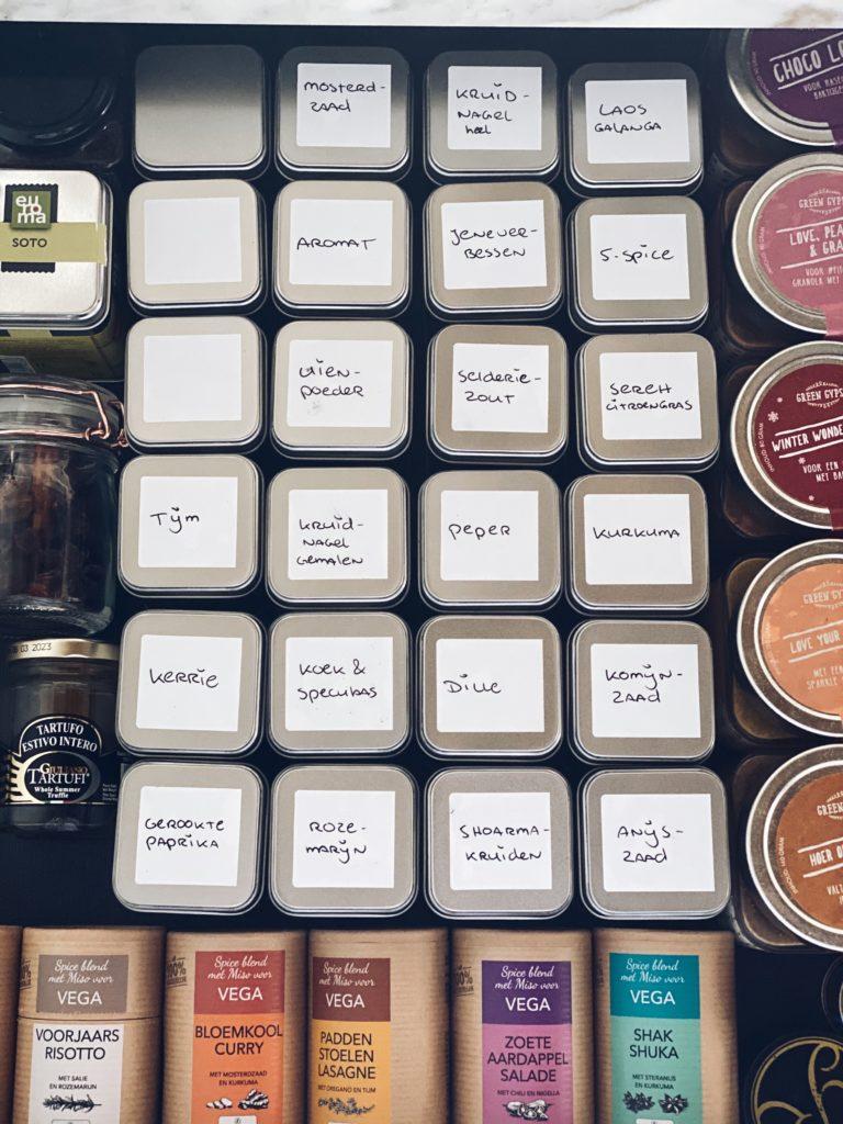 Kruidenpotjes met naamsticker | Zelf maken - Foodness.nl