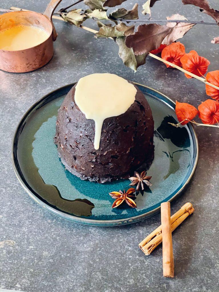 Klassieke Ierse Christmas Pudding van gedroogd fruit