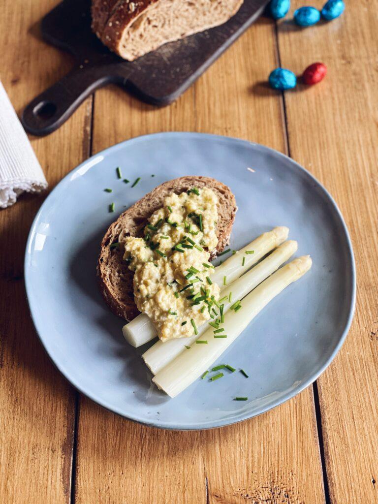 Perfecte scrambled eggs met asperges   Paasbrunch recept