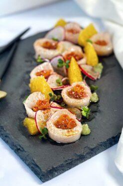 Yellowtail sashimi met wasabi dressing