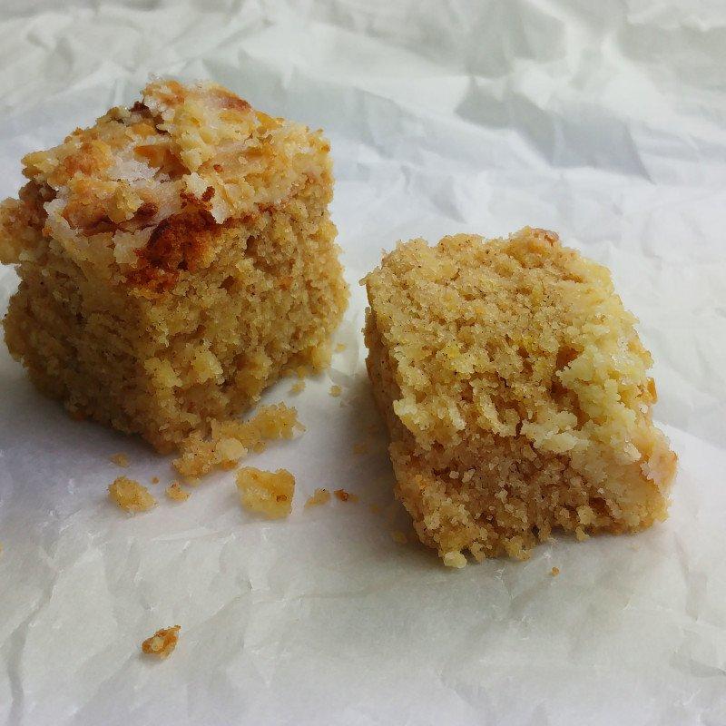 appel-citroen cake met een crumble topping