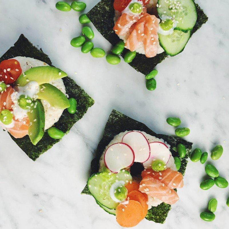 Receptvideo: Sushi donut met zalm en avocado - Foodness.nl