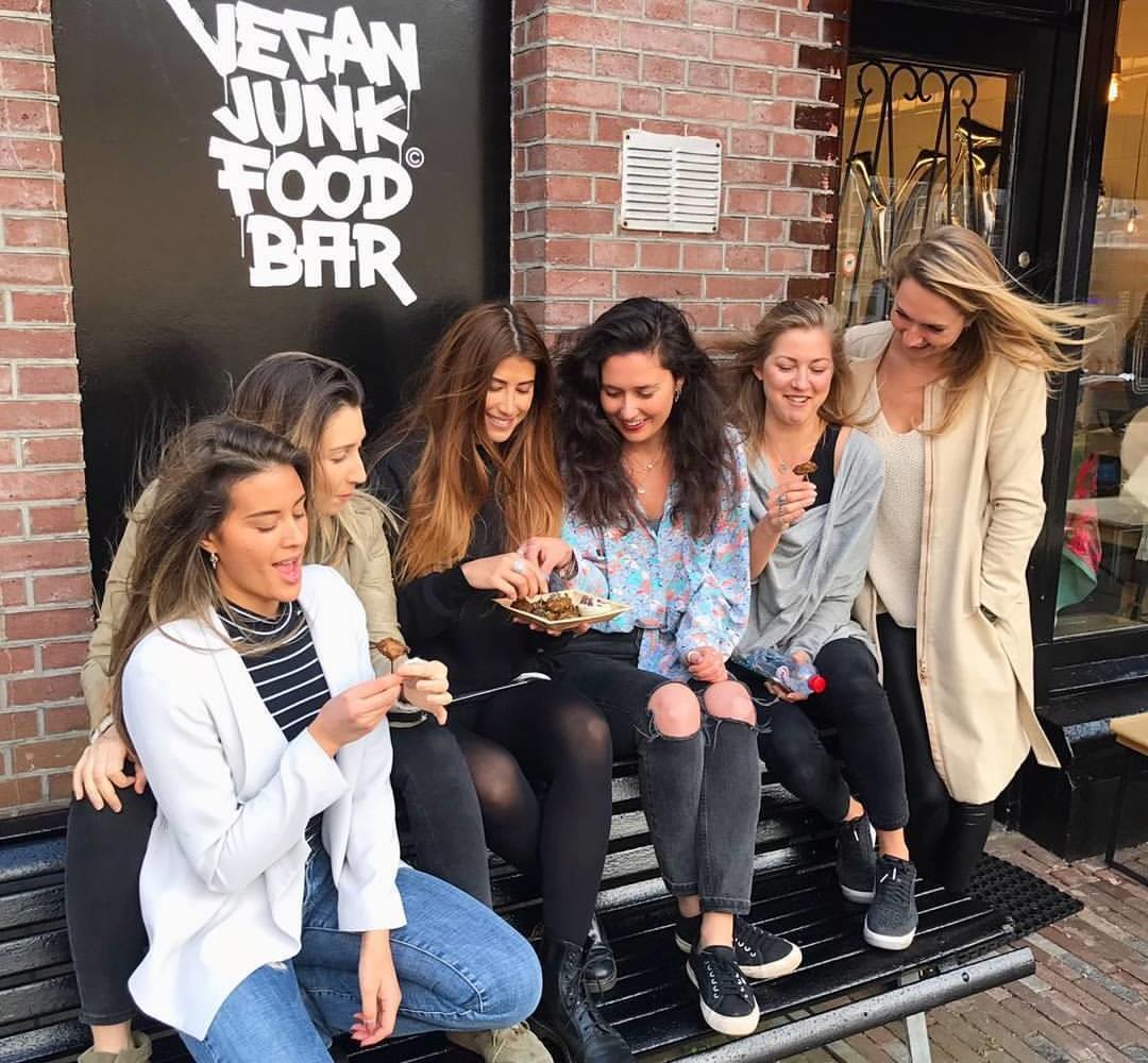 Hotspot: Vegan Junkfood bar, dé veganistische snackbar Amsterdam