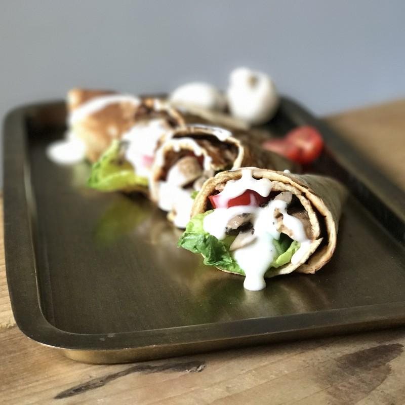 Vegan lunch: hartige pannenkoeken met champignons en healthy knoflooksaus