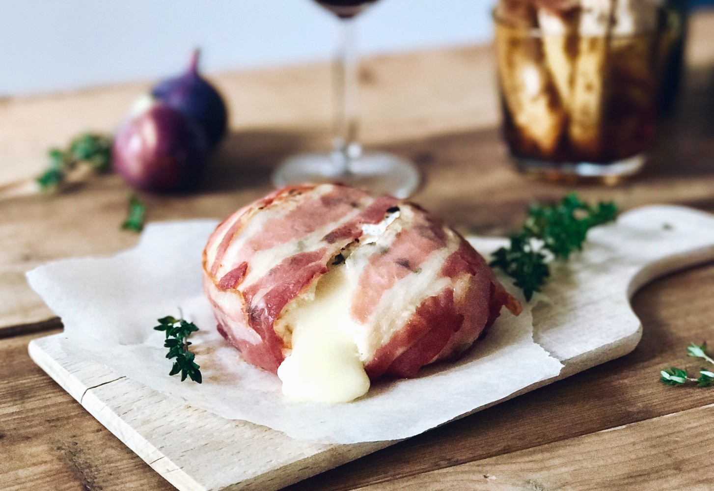 Kerst recept: Camembert in bacon pakketje