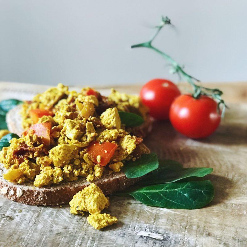 Vegan ontbijt: Scrambled tofu in plaats van scrambled eggs