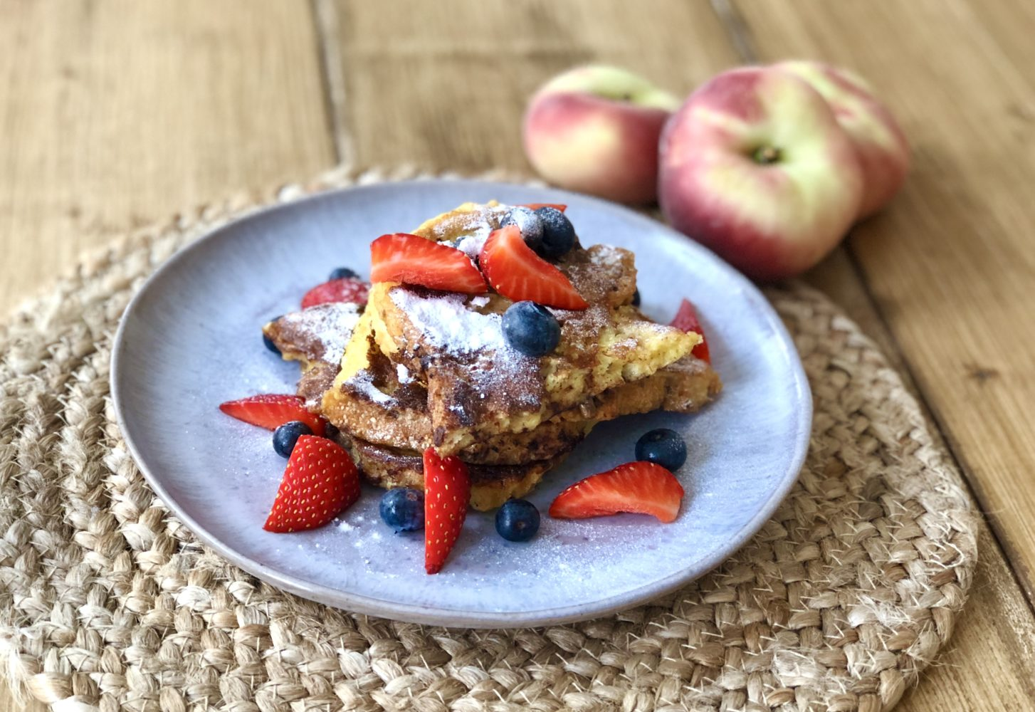 French toast (wentelteefjes) met fruit en muesli