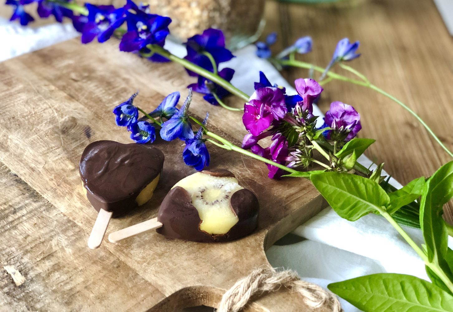 Healthy zomersnack: ijs van kiwi en chocolade