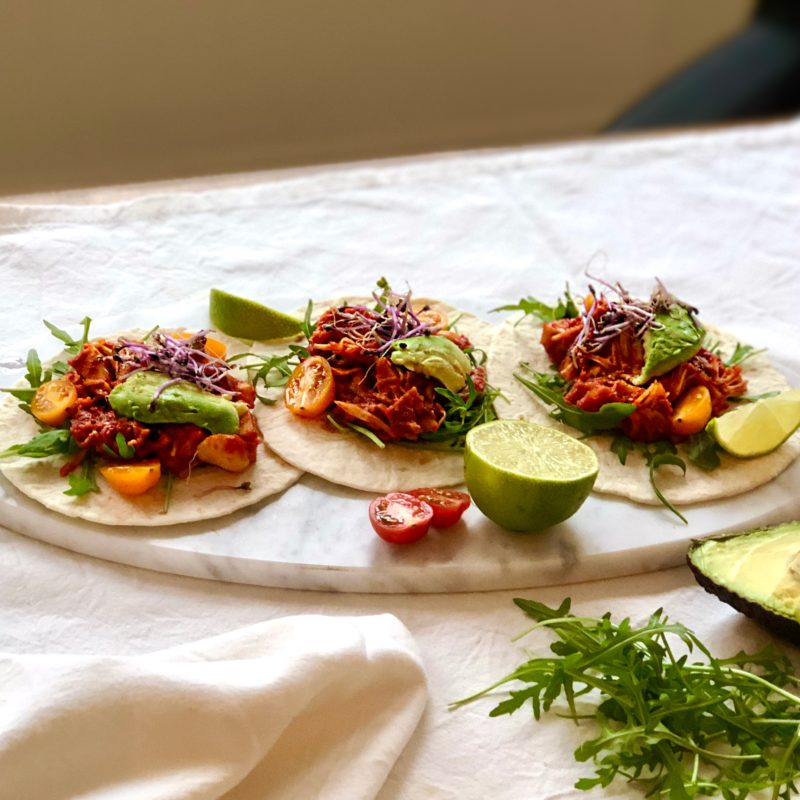 Vegan taco's: BBQ-flavored pulled jackfruit